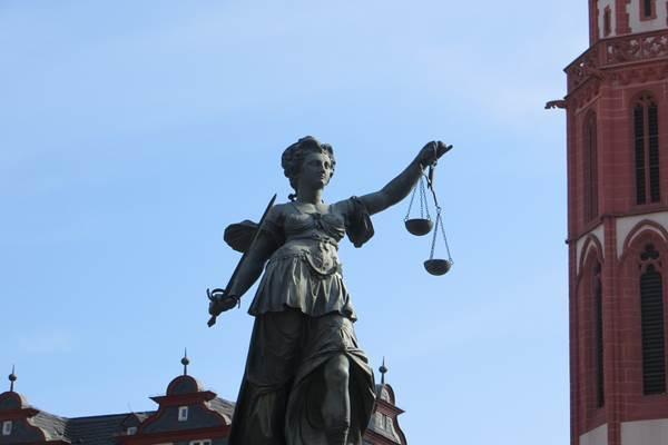 δίκη, νόμος, Παππά,