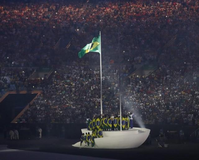 epa05457464 Opening Ceremony of the Rio 2016 Olympic Games at the Maracana Stadium in Rio de Janeiro, Brazil, 05 August 2016.  EPA/VALDRIN XHEMAJ
