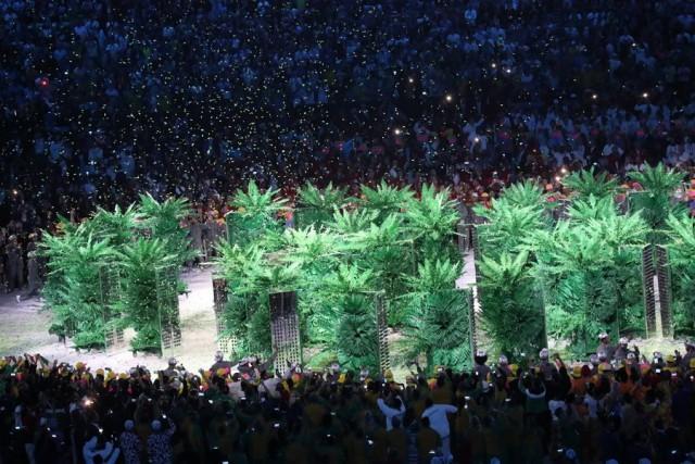 epa05457638 Artists perform during the Opening Ceremony of the Rio 2016 Olympic Games at the Maracana Stadium in Rio de Janeiro, Brazil, 05 August 2016.  EPA/TATYANA ZENKOVICH