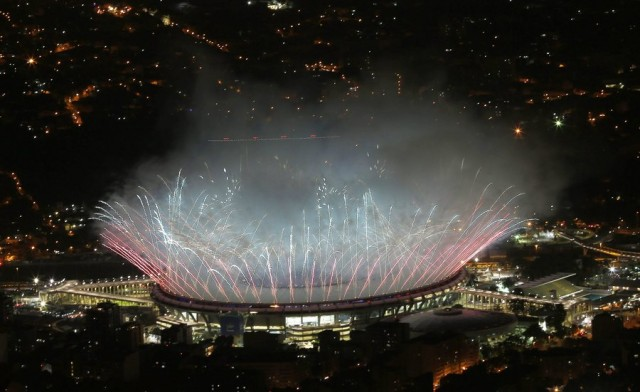 epa05457982 Fireworks go off at the end of the Opening Ceremony of the Rio 2016 Olympic Games at the Maracana Stadium in Rio de Janeiro, Brazil, 05 August 2016.  EPA/BARBARA WALTON