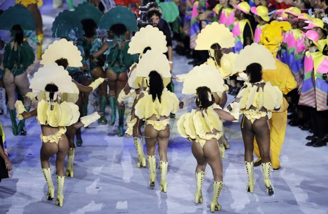 epa05457929 Dancers perform during the Opening Ceremony of the Rio 2016 Olympic Games at the Maracana Stadium in Rio de Janeiro, Brazil, 05 August 2016.  EPA/VALDRIN XHEMAJ